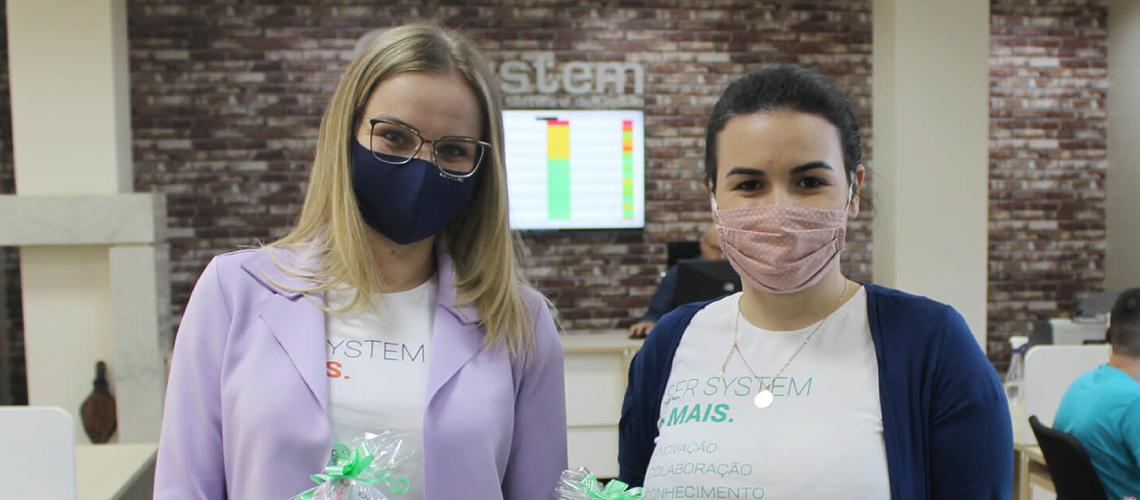 System presenteia colaboradoras no Dia Internacional da Mulher
